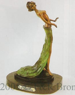 Pretty Pose bronze sculpture by Maria Paris